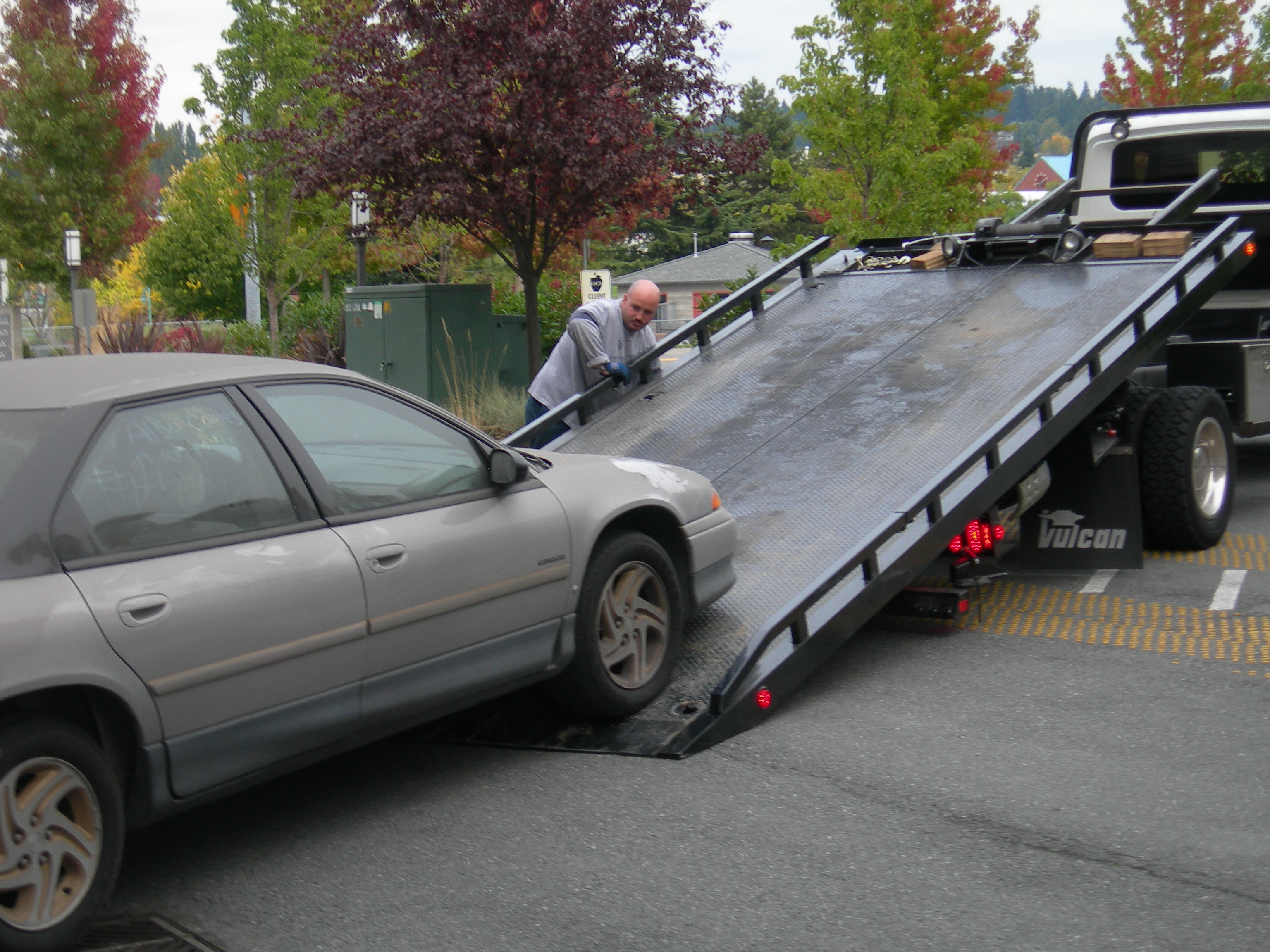 Horizon Towing's Experts on Flatbed Towing Vs. Dolly Towing